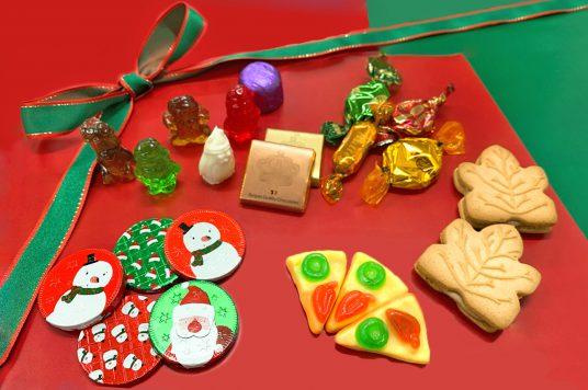 ポップで可愛いクリスマス限定商品を販売中!