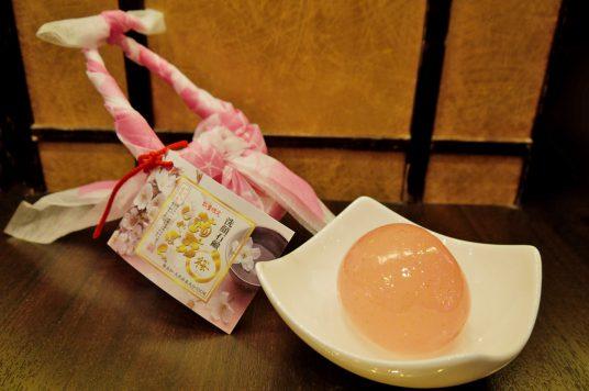 ハリと透明感がある肌へ導いてくれる桜エキス配合の蒟蒻しゃぼん「桜」販売中